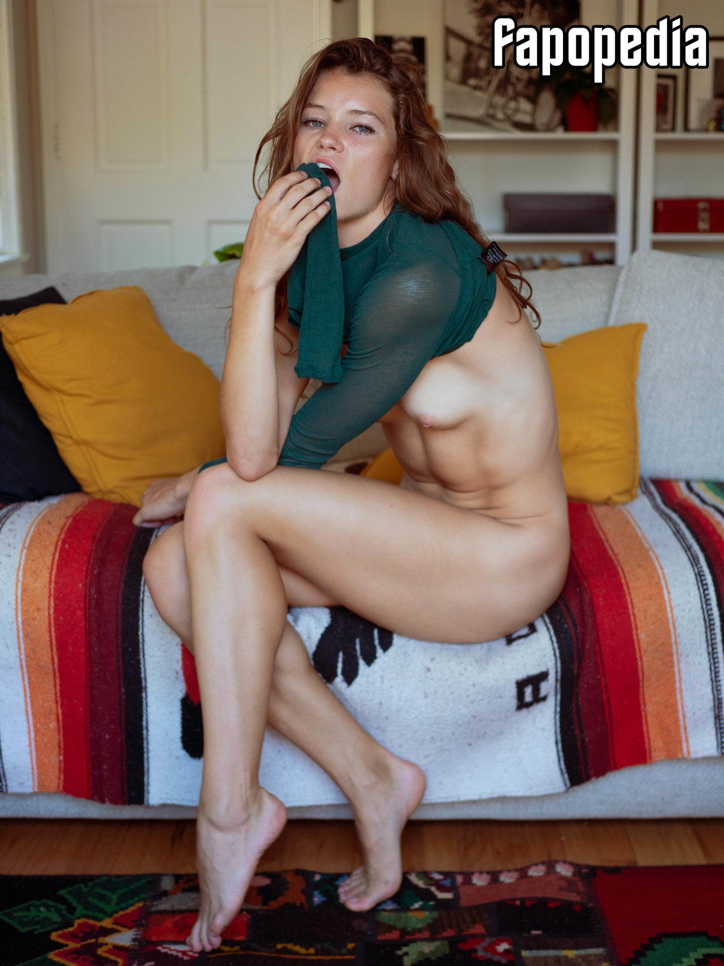 Abigail Thompson Nude Leaks