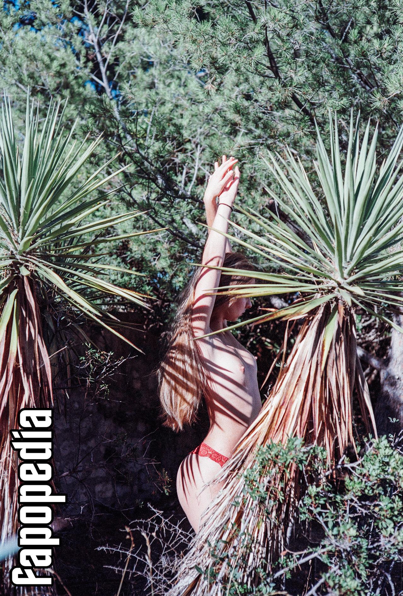 Adeline Guas Nude Leaks