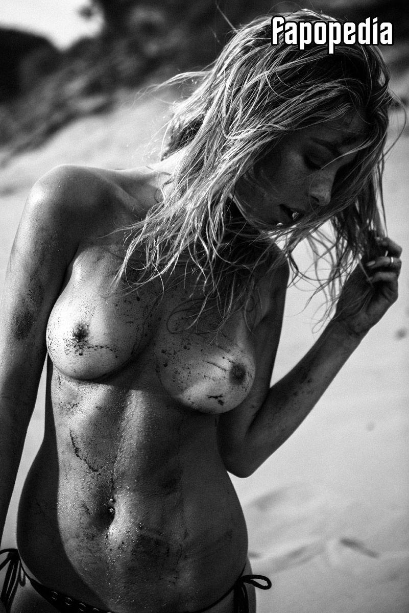 Karin Feddersen  nackt