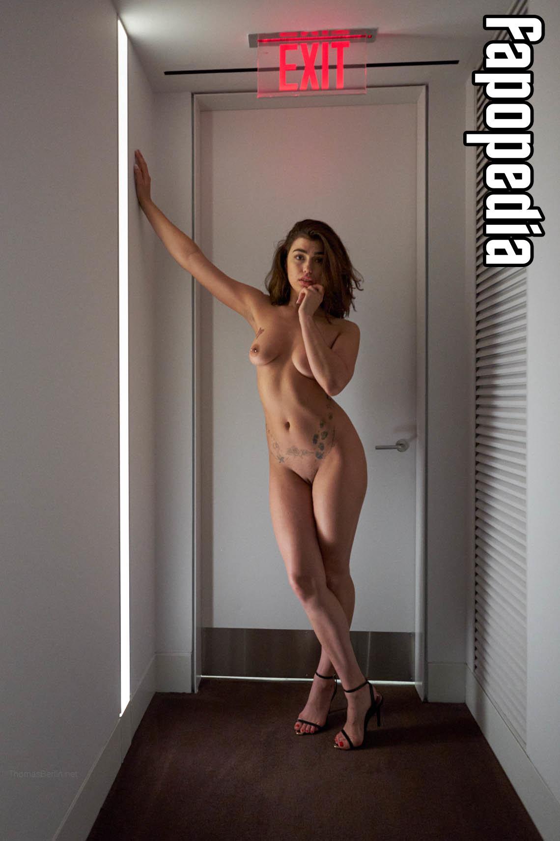 Mylène nackt Dinh-Robic Mylène Dinh
