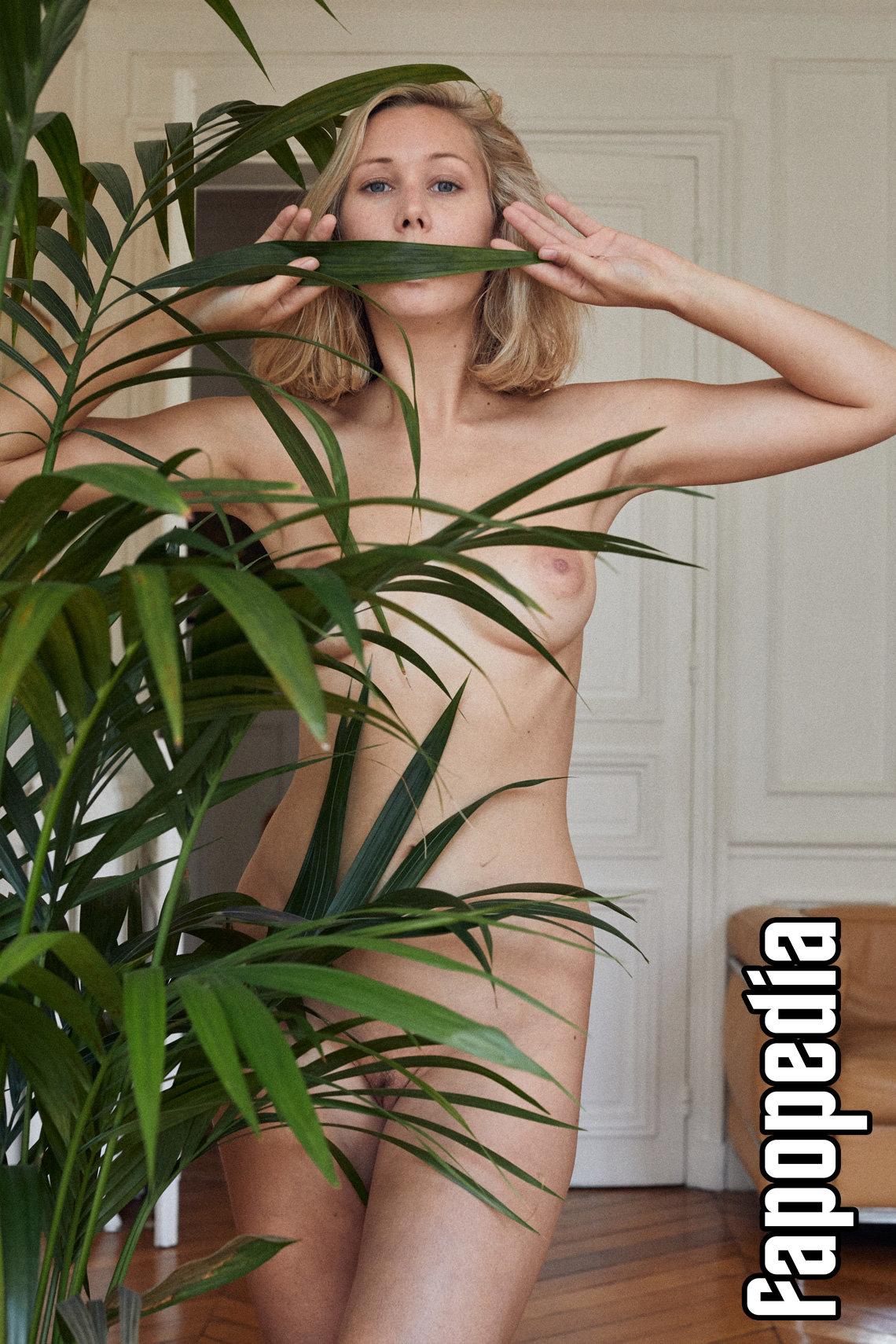 nackt Jarret Catherine Exhibit reveals