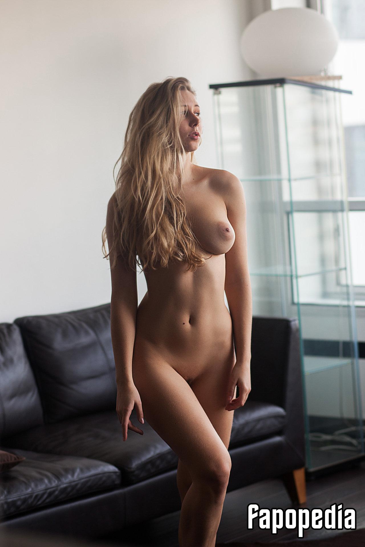 Marie nude
