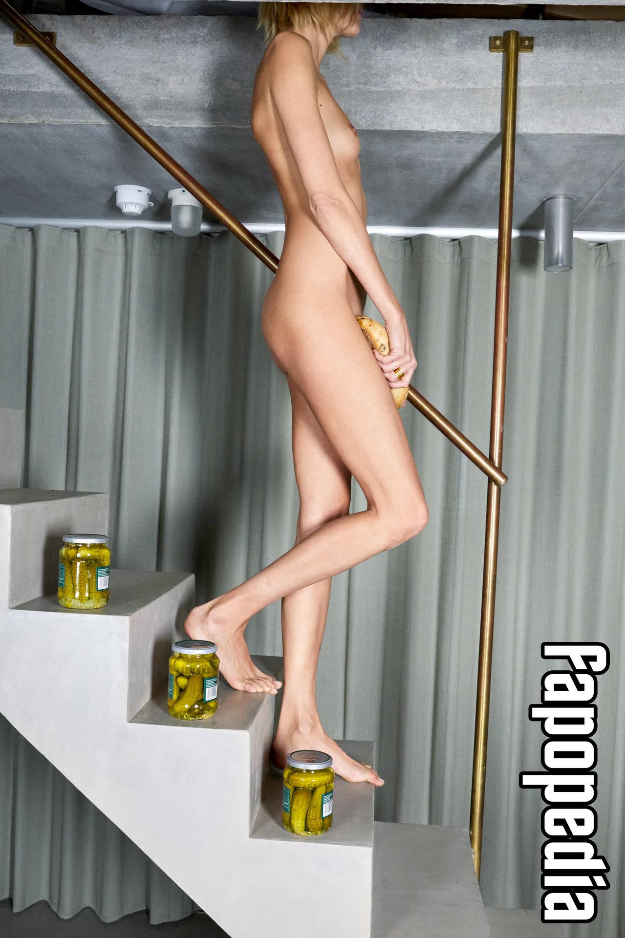 Anja Rubik Nude Leaks