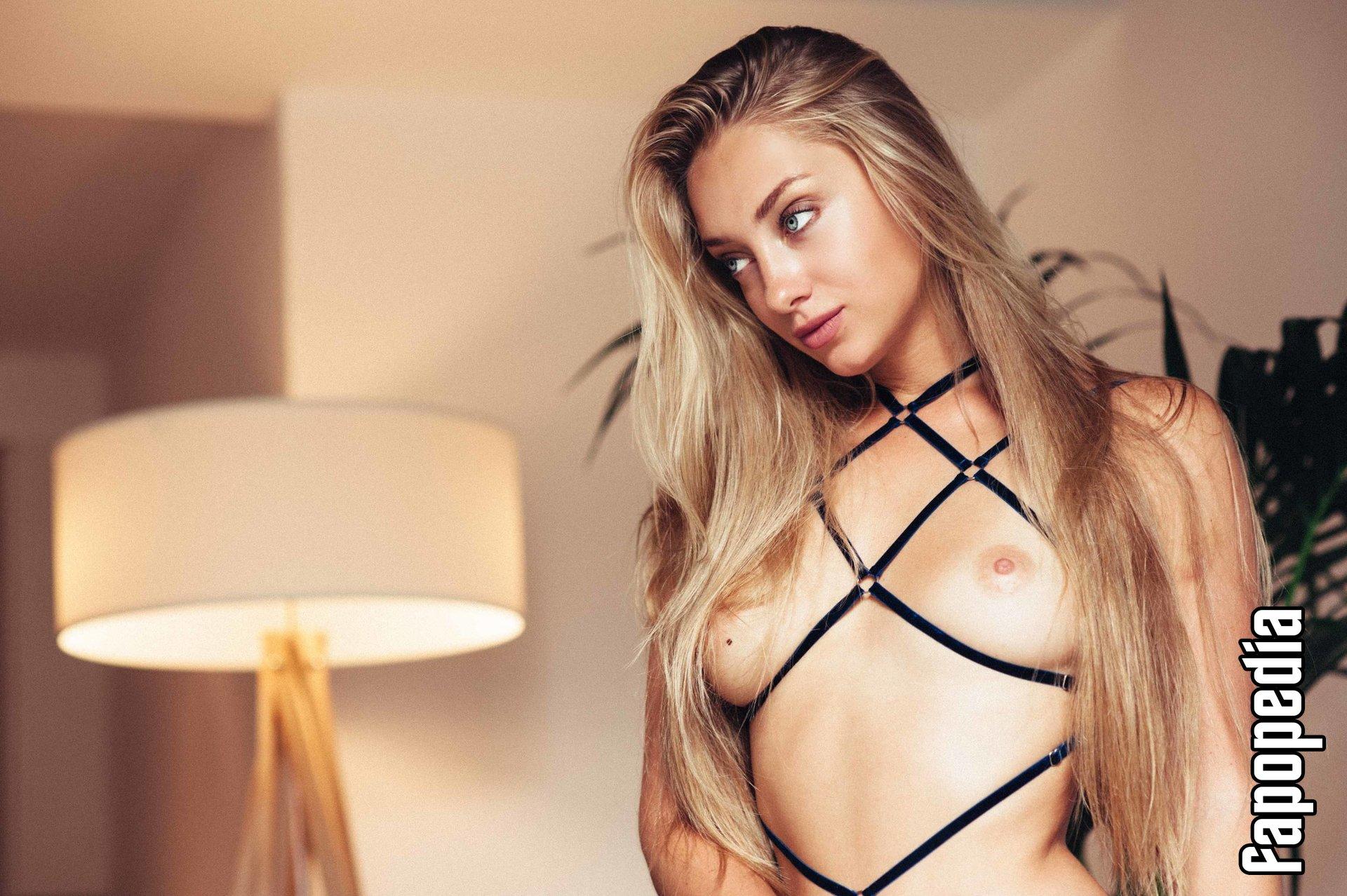 Anna Lieberman  nackt