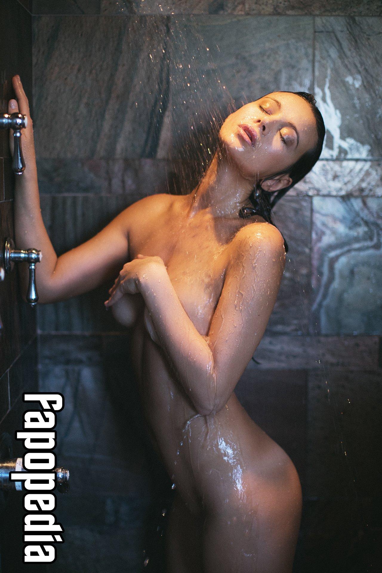 Anna Book Nude