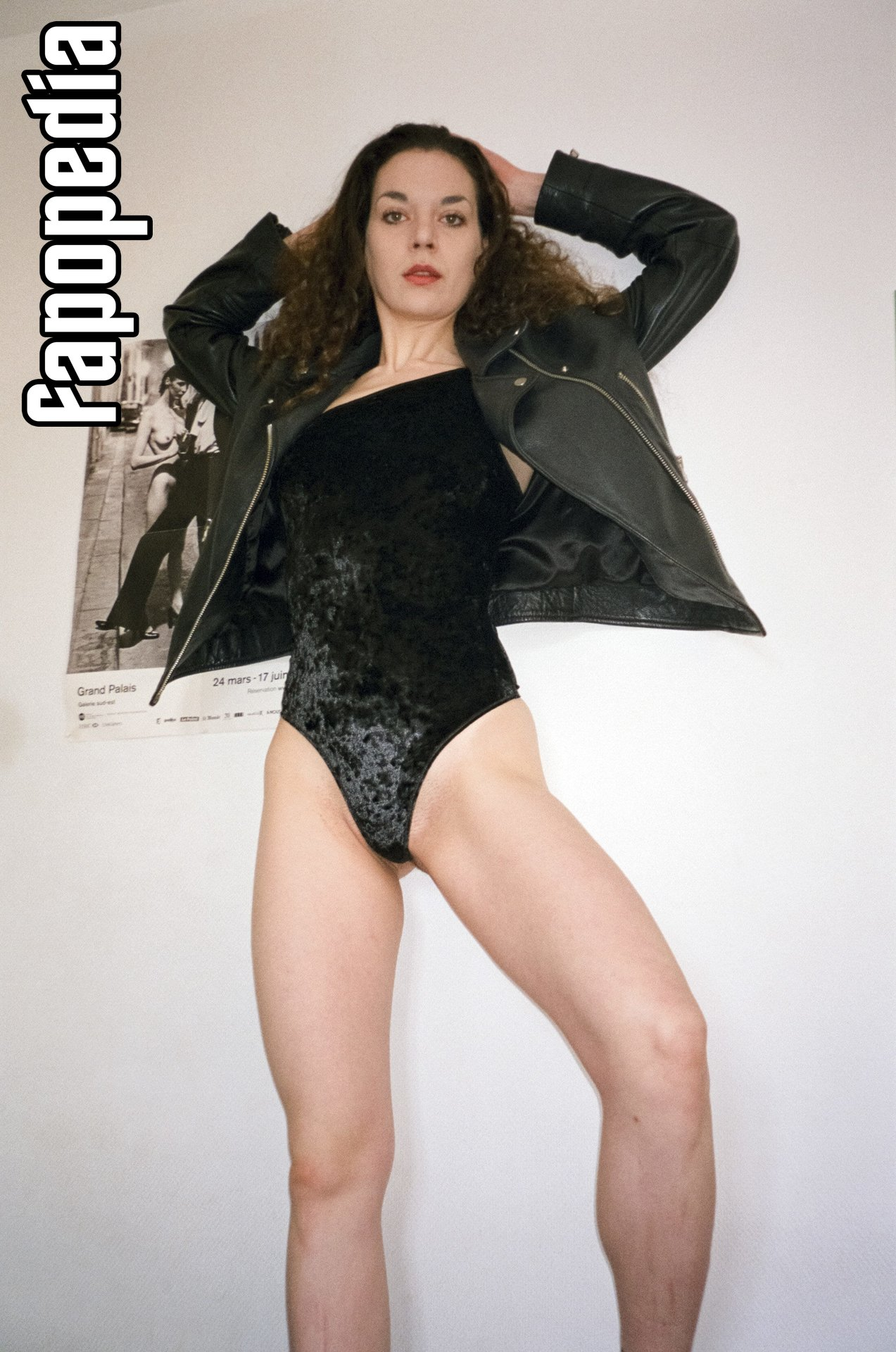Nackt Krystal Heib  Krystal Heib