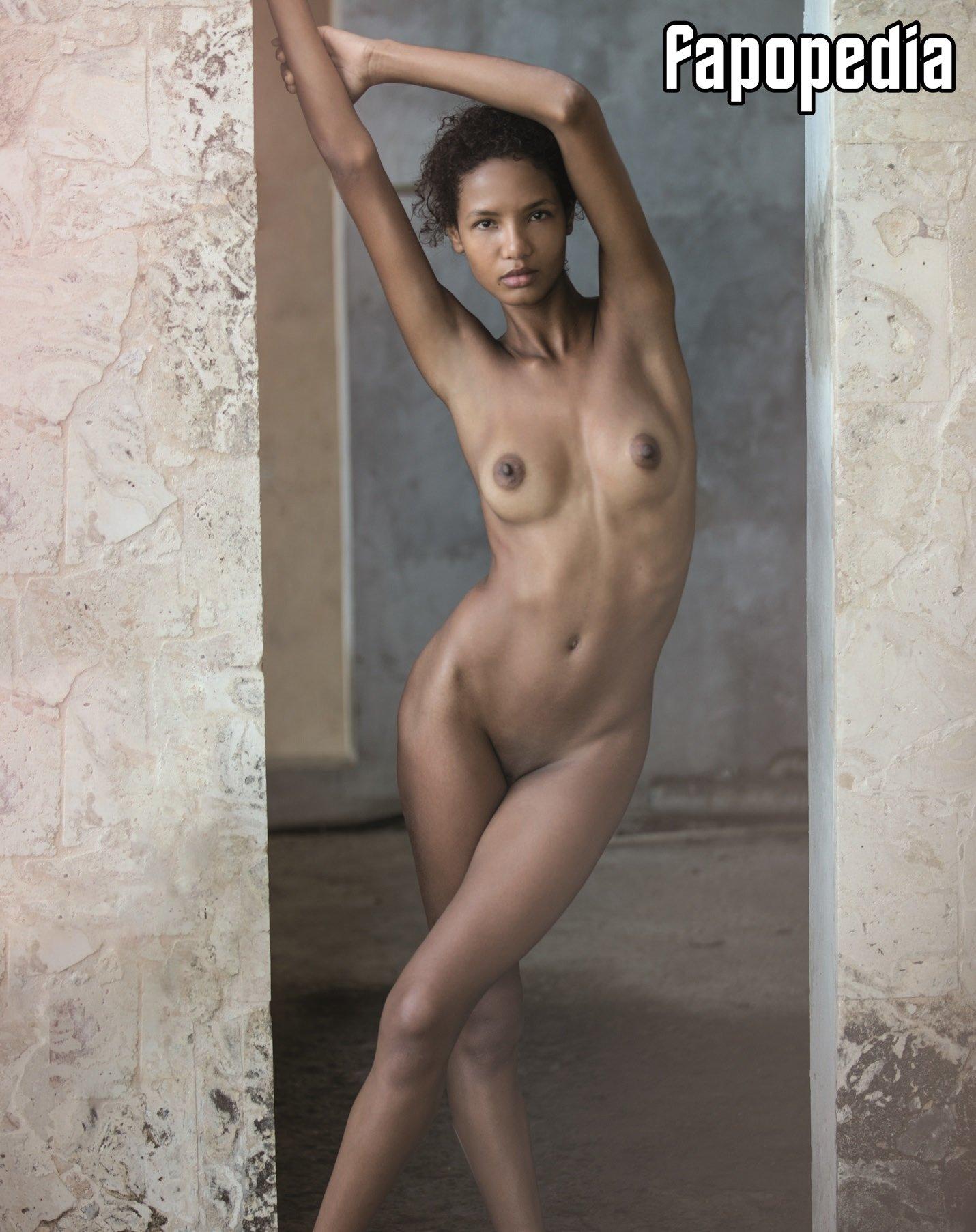 Miss nackt Petite Platinum Ebony Star