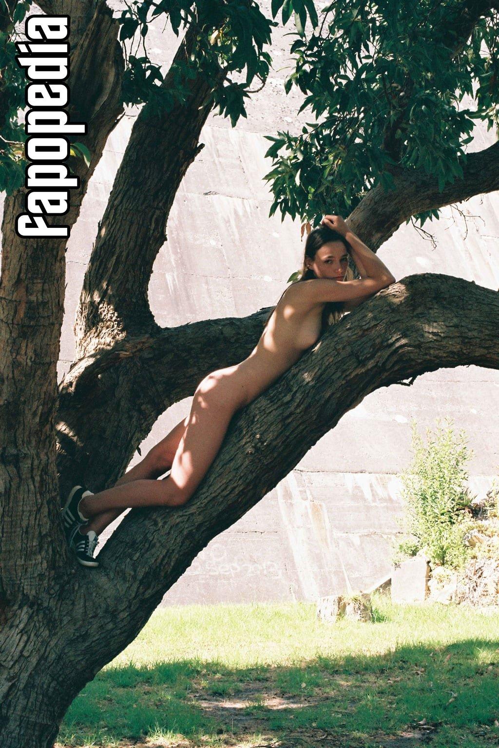 Azuli Peeters Nude Leaks