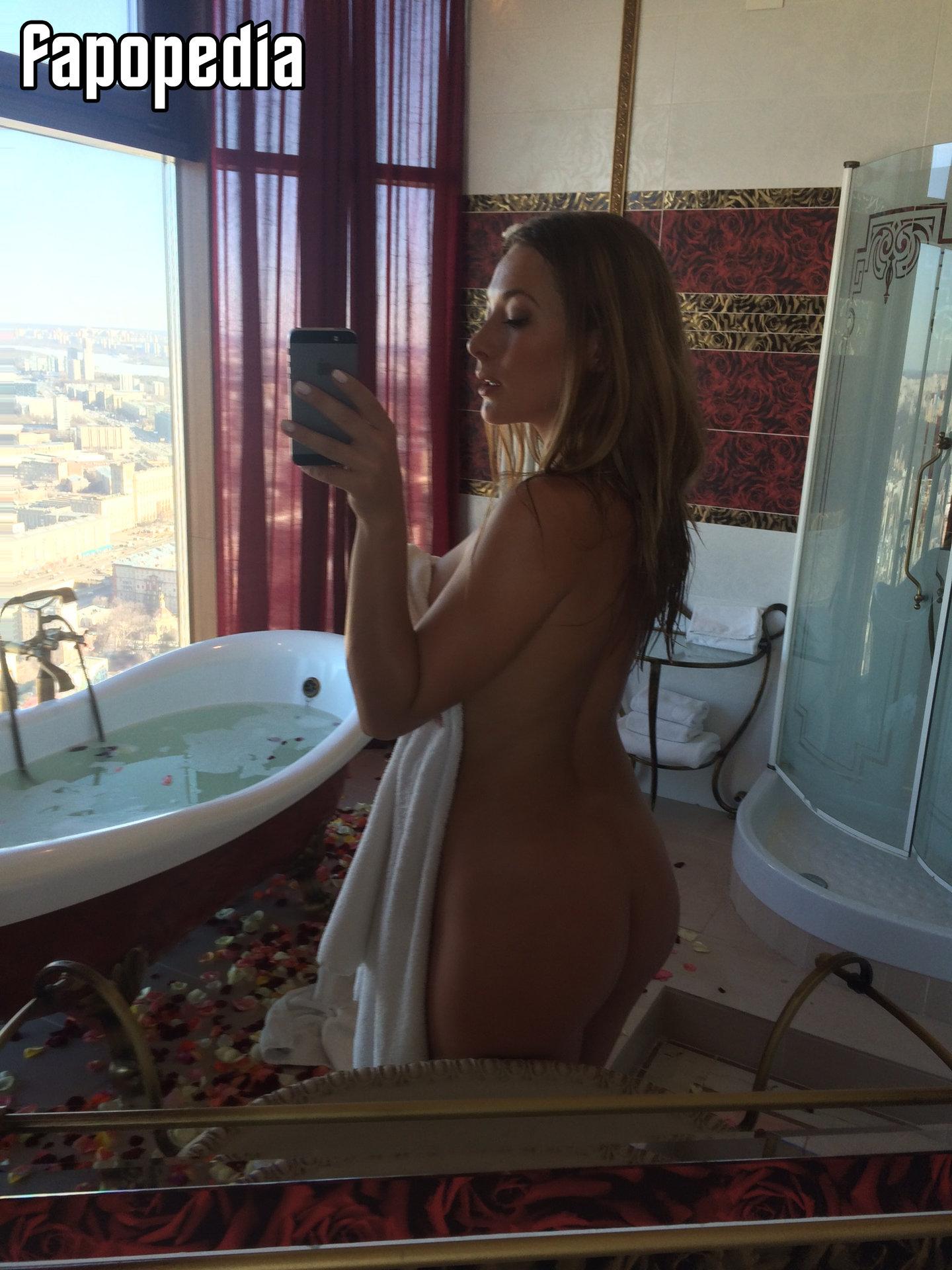 Hannah Phelps  nackt