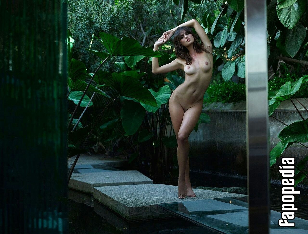 Catrinel Menghia Nude Leaks