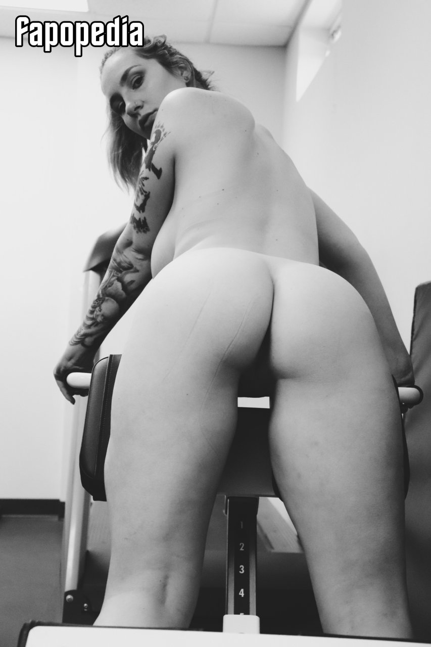 Elizabeth Rabbit Cage The Mom  Nude Patreon Leaks