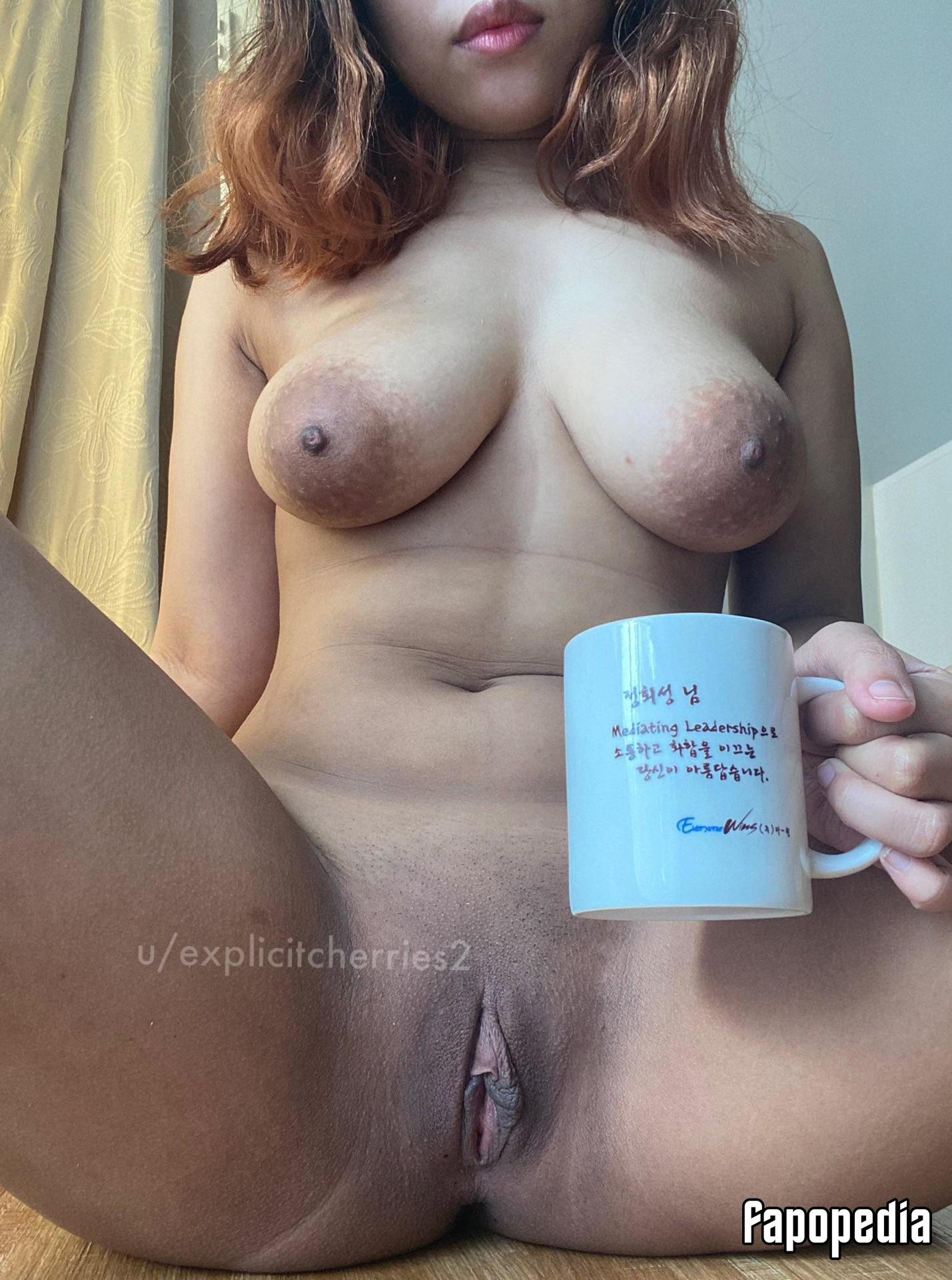 Leona Lesseos  nackt