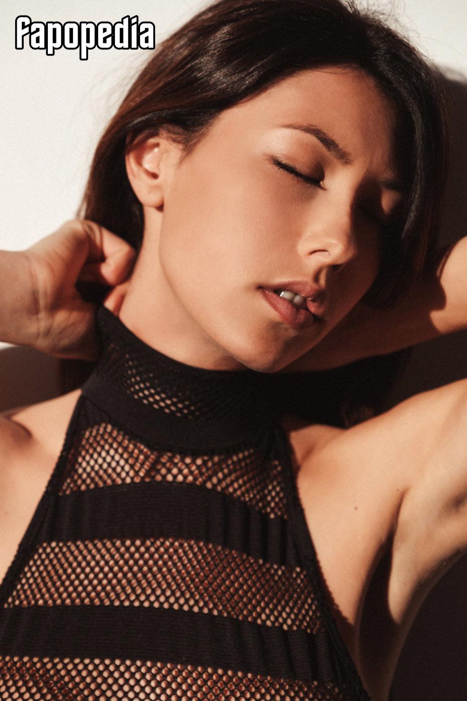 Menzer  nackt Nadin images.dujour.com