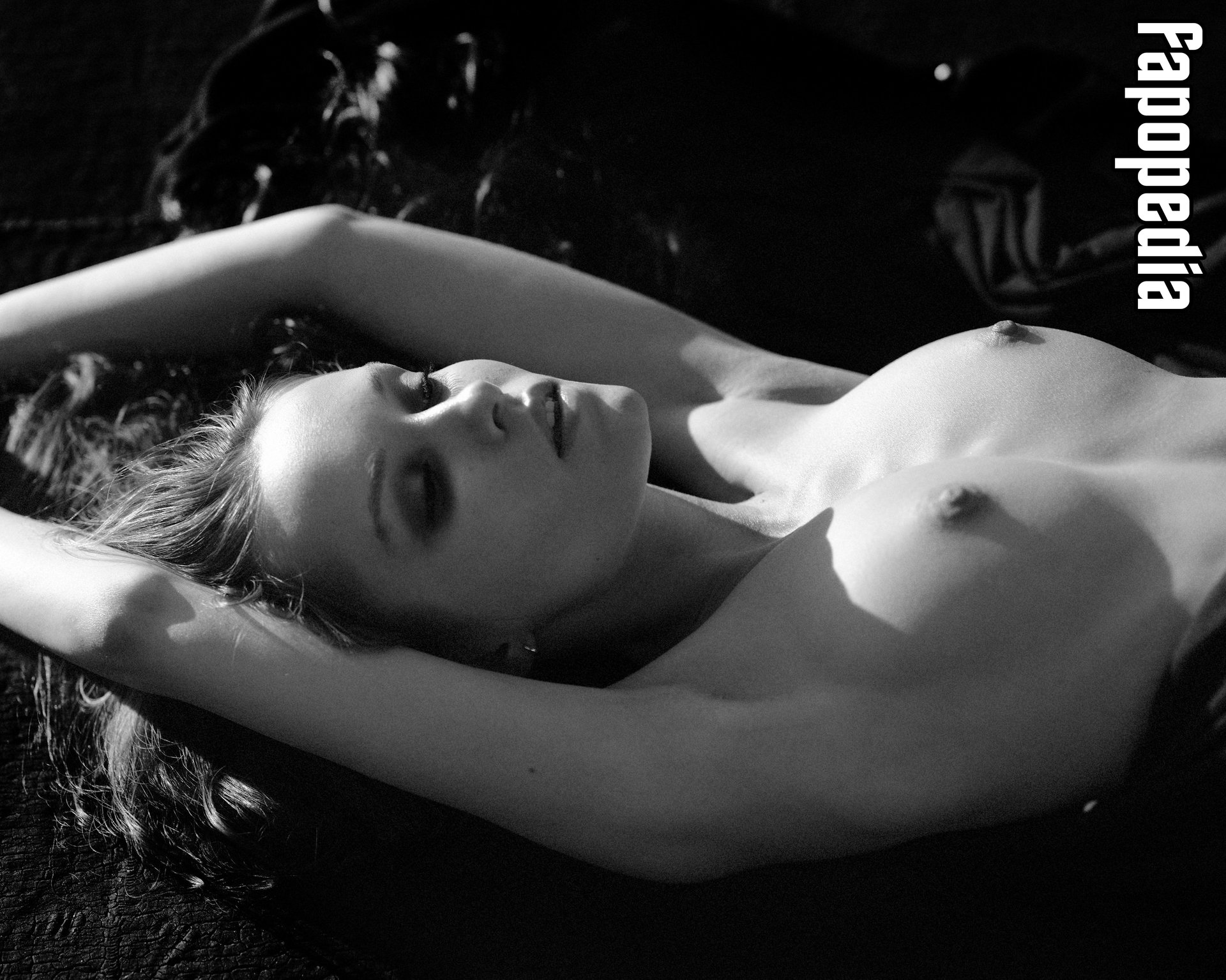 Nackt Phoebe Schrafft  Laurence Arné