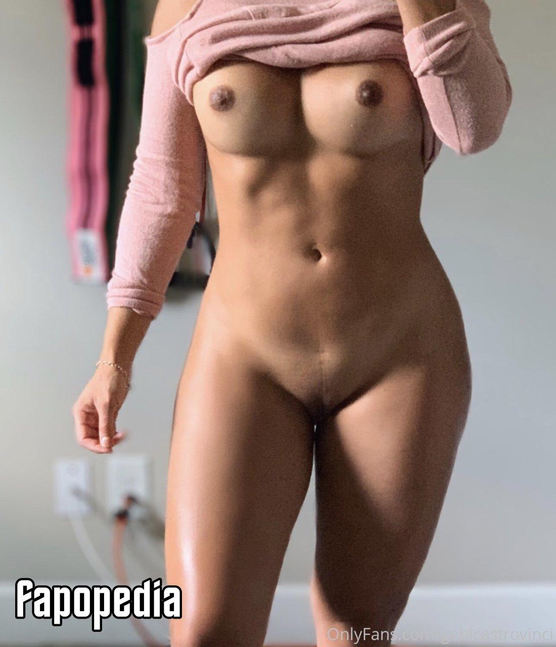 Millie Court  nackt