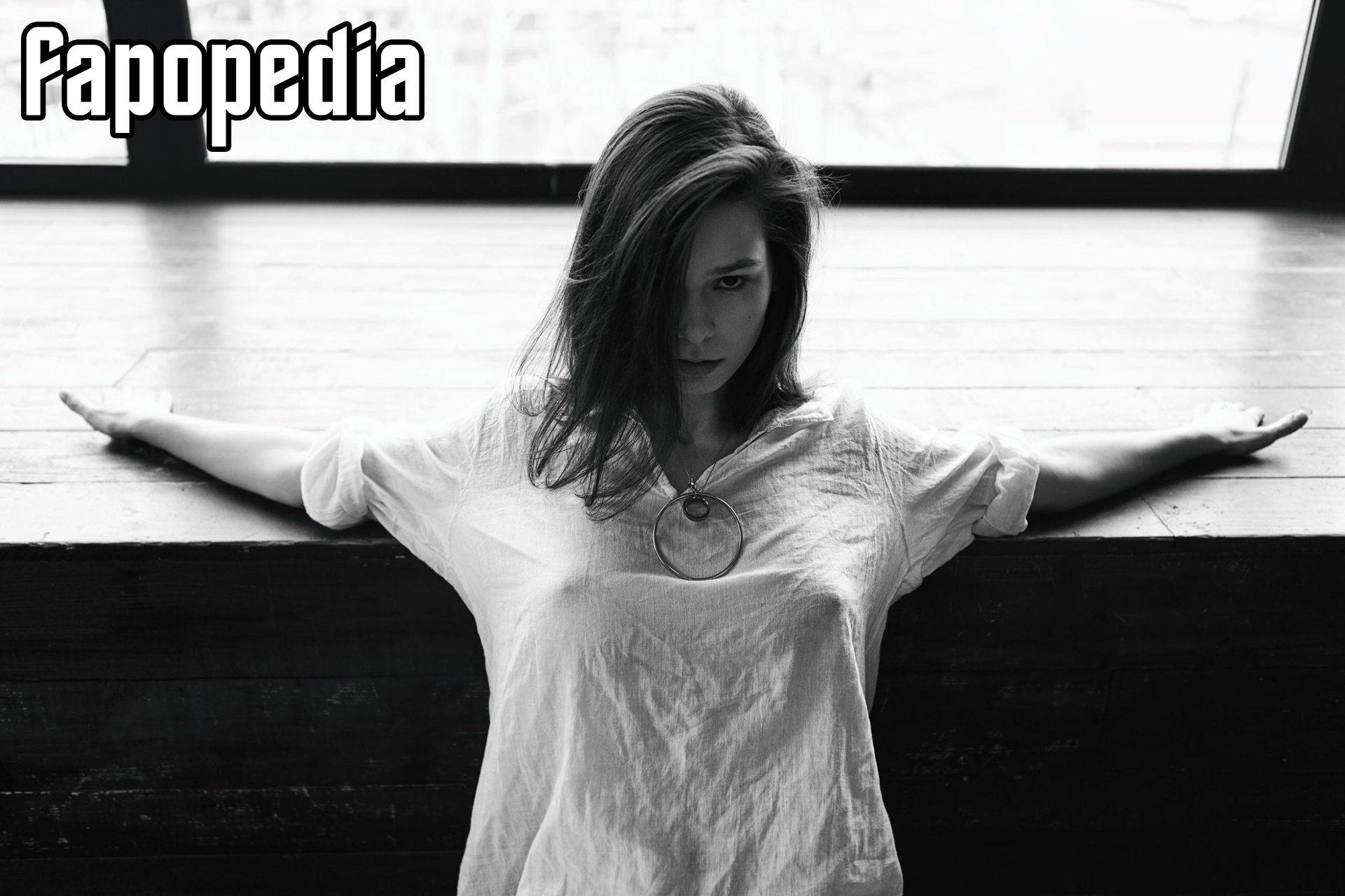 Best Irina Olsen Nude Images
