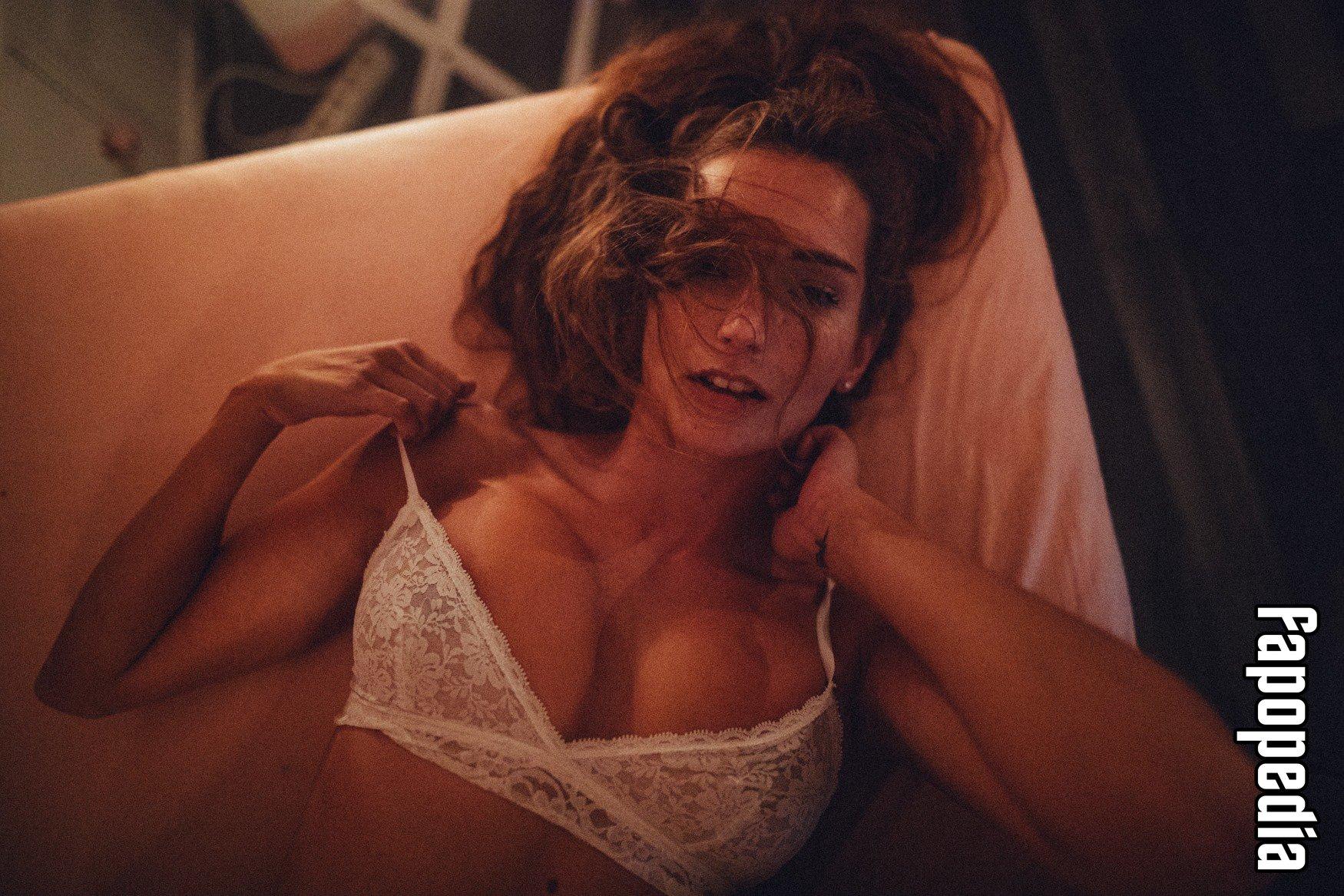 Margaret Edwards  nackt
