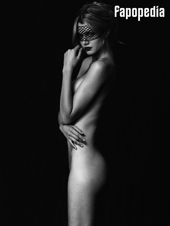 Jayne Moore Nude Leaks