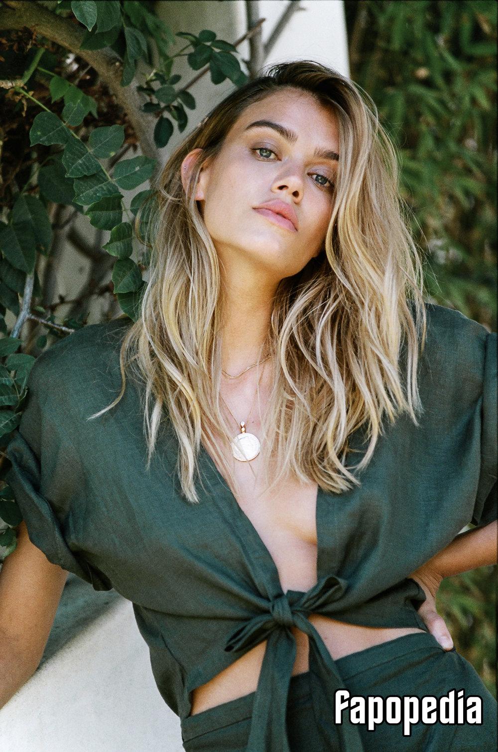 Joanna Halpin Nude Leaks