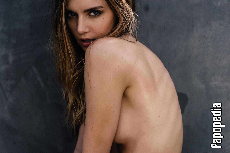 Kari Cassandra Riley Nude Leaks