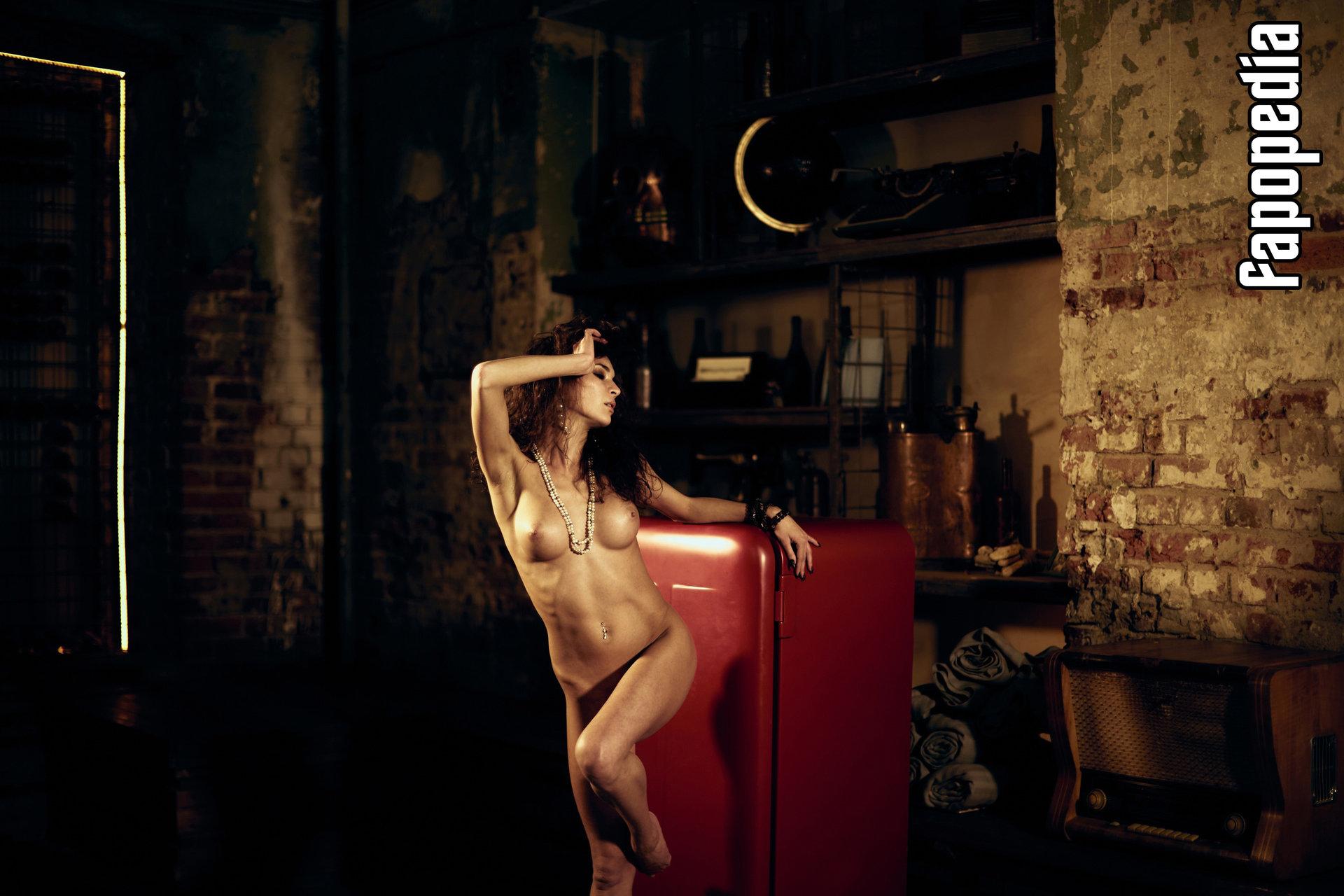 Kailin Curran  nackt