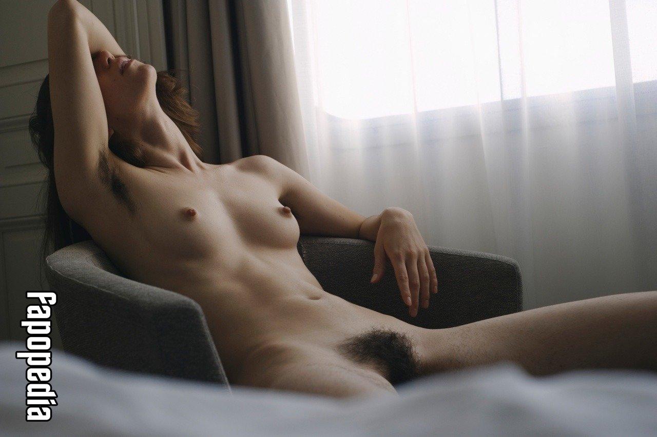 Jaqueline Svilarov  nackt