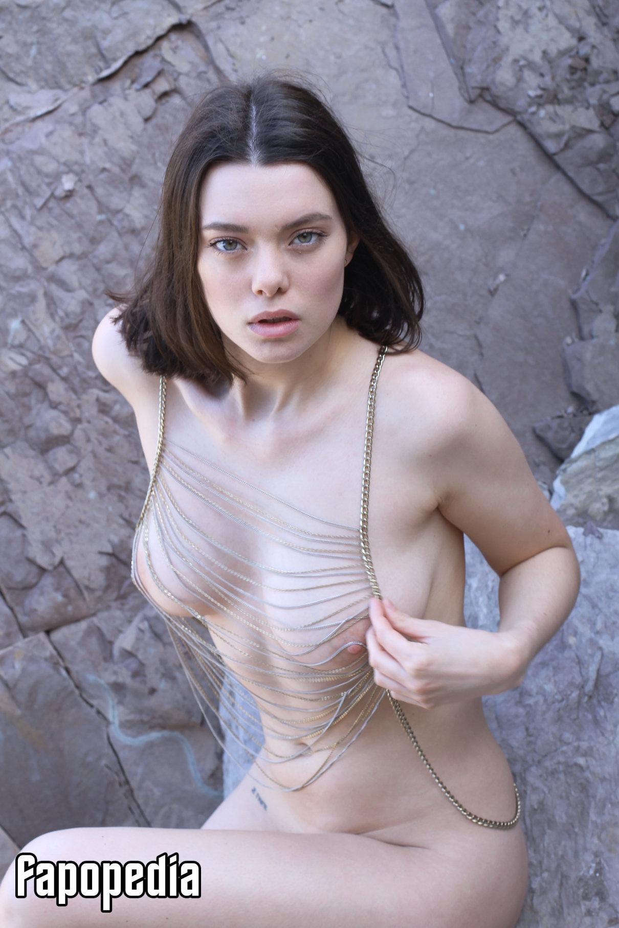 Laura Chirol Nude Leaks