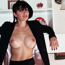 Laura Sfez Nude