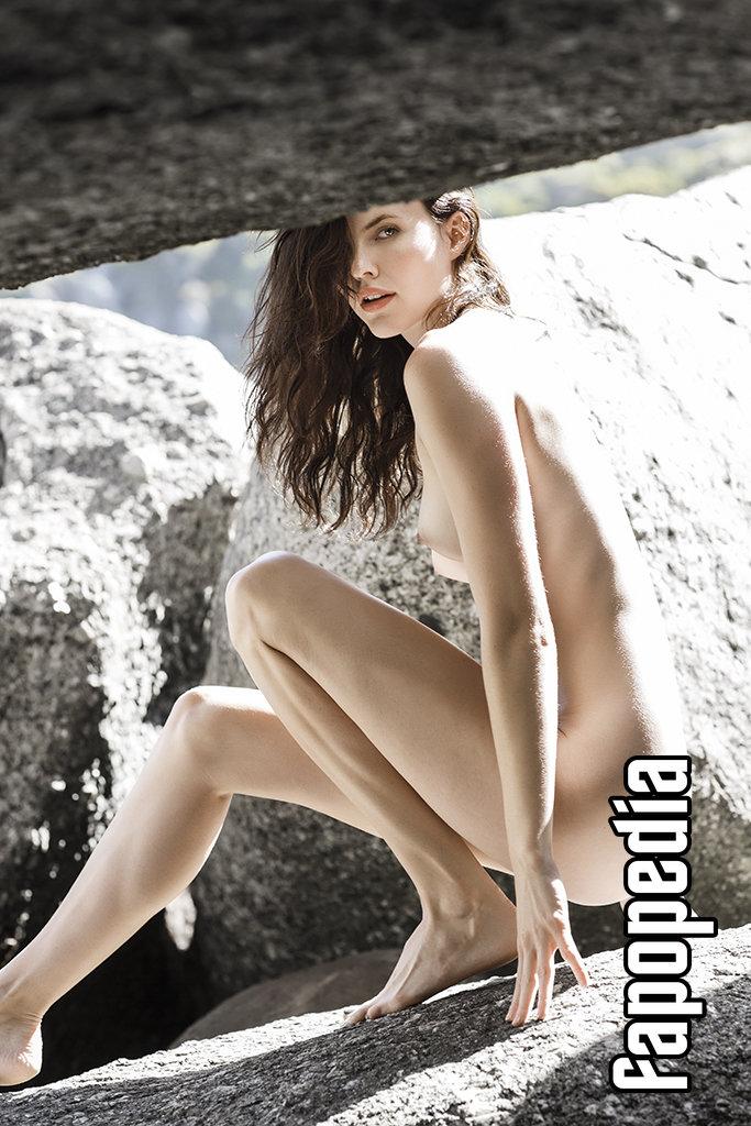 Myriam Laurent  nackt