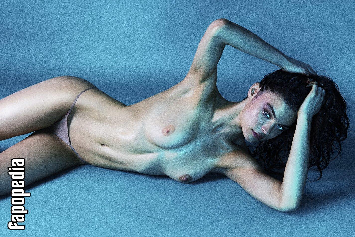 Lauren Layne  nackt