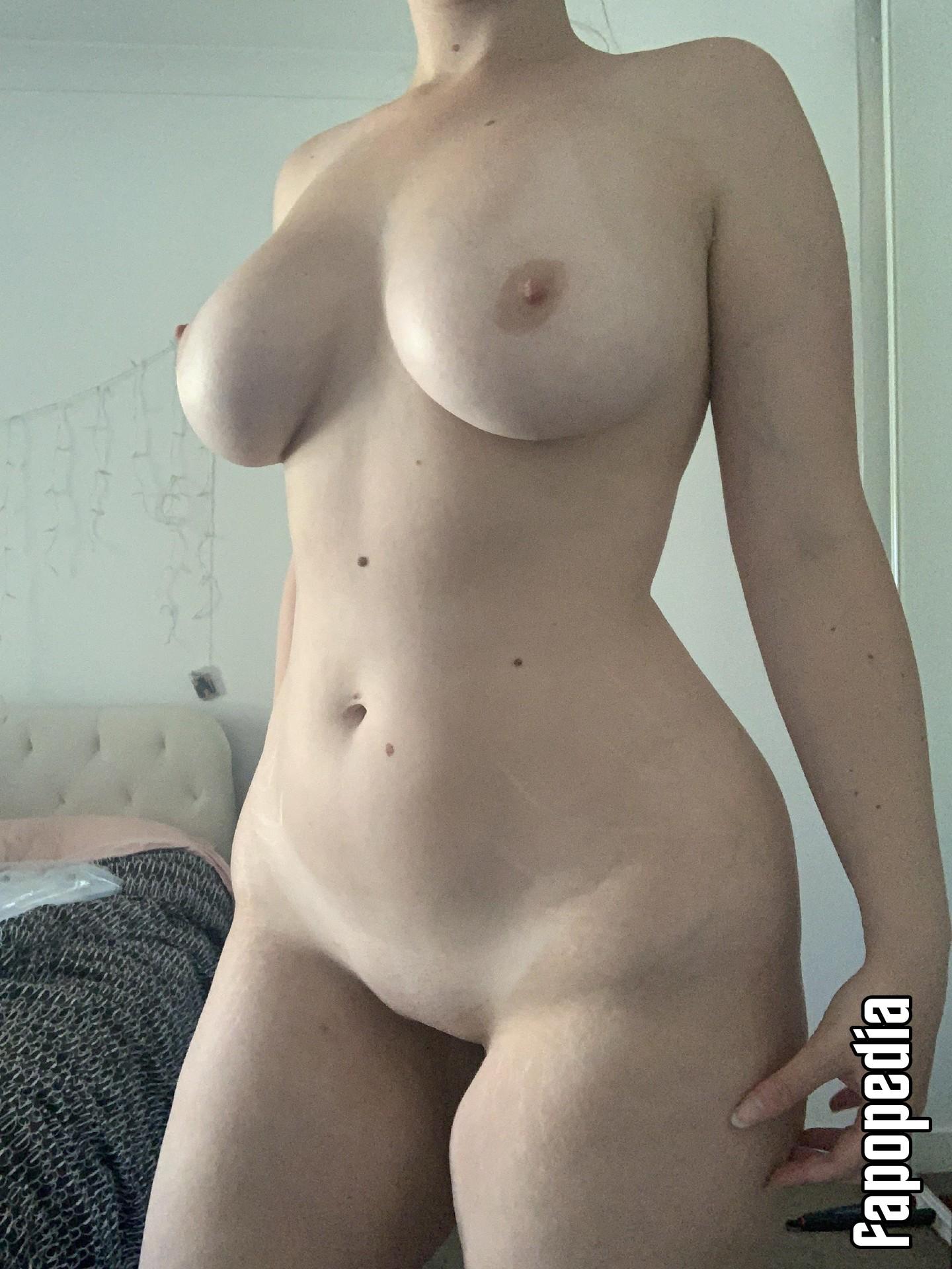 Lou Nude Leaks