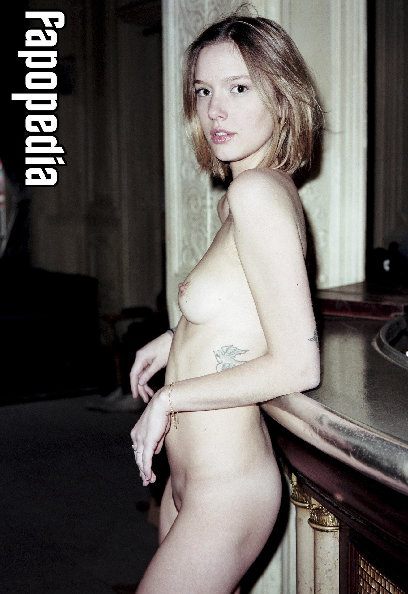 Nancy Maria Bruening  nackt