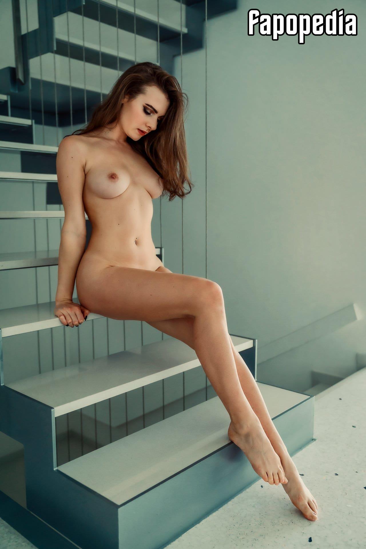Nackt Dana Wright  Bonnie Wright