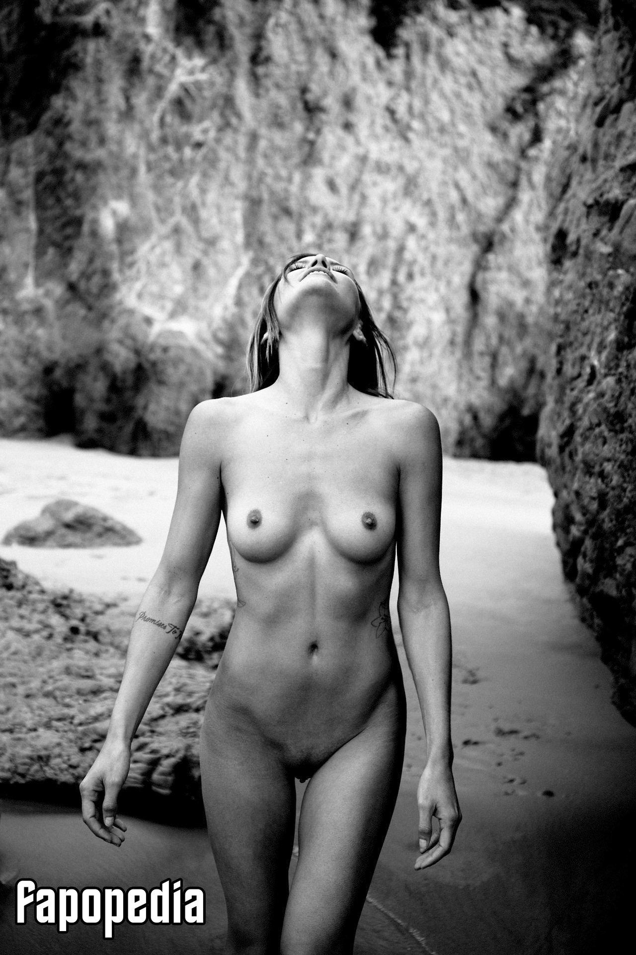 Sylvie Orcier  nackt
