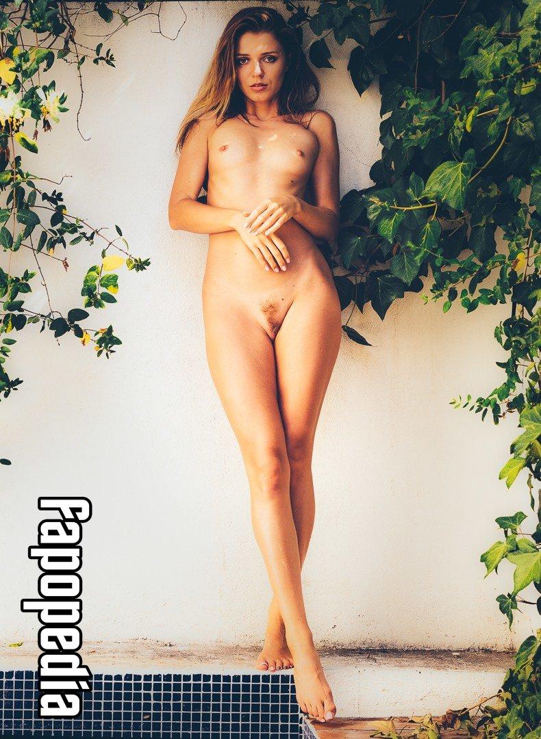Nackt Nichole Amerson  Nicole Brown