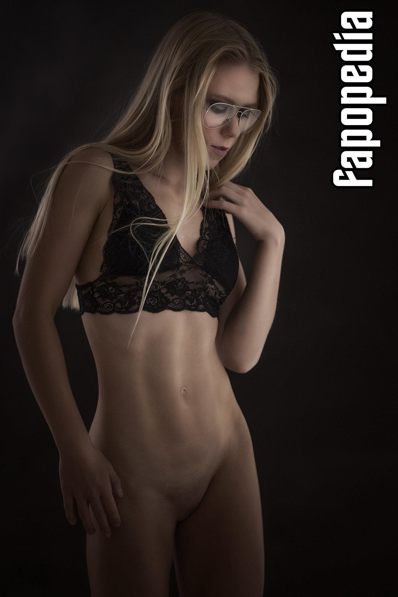 Mirian Cramer  nackt