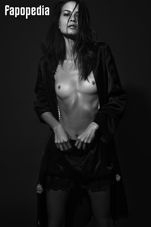 Nora Hummel  nackt