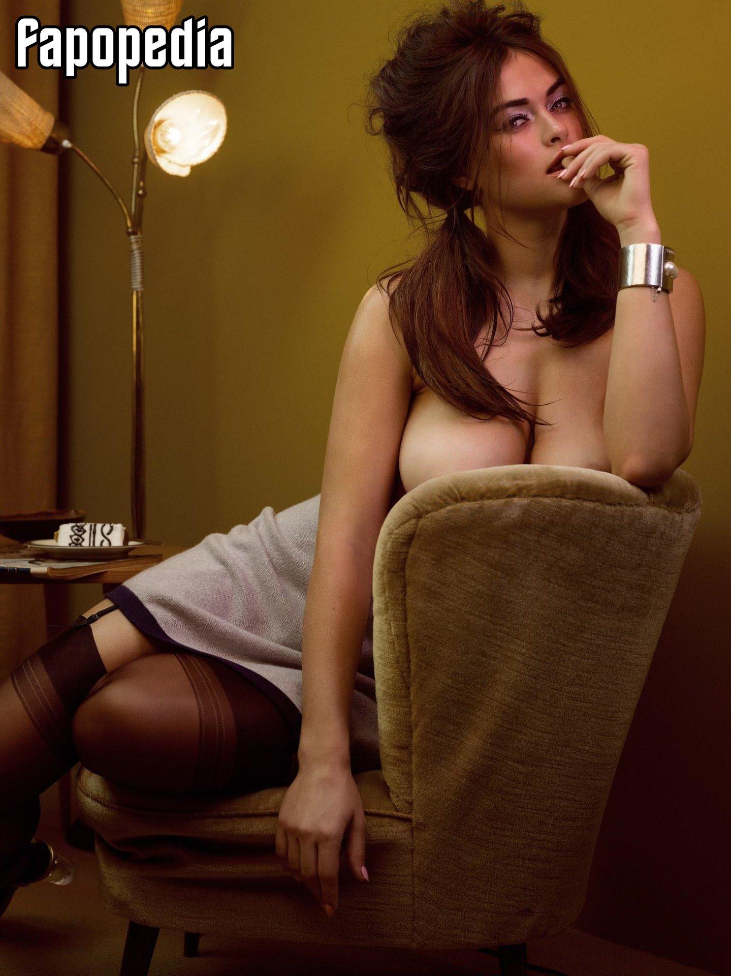 Myla Dalbesio Nude Leaks