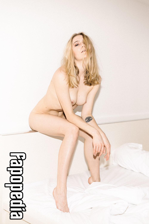 Hannah Greeno  nackt
