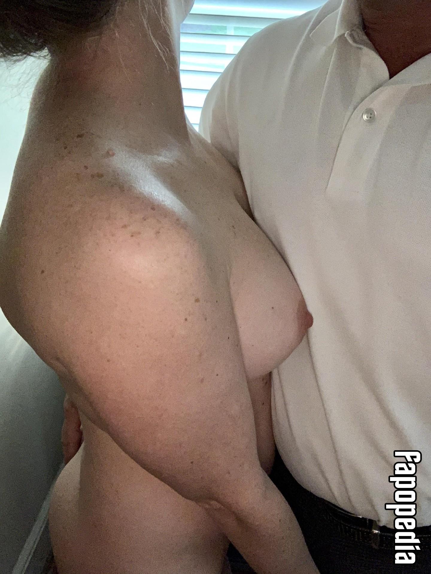 NaughtyBeachCouple Nude Leaks