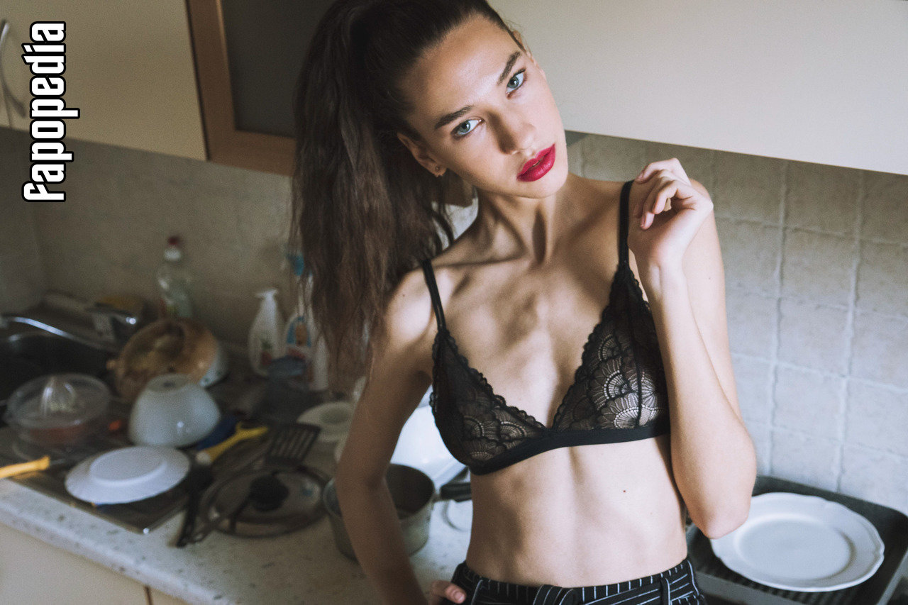 Niki Szarvas Nude Leaks