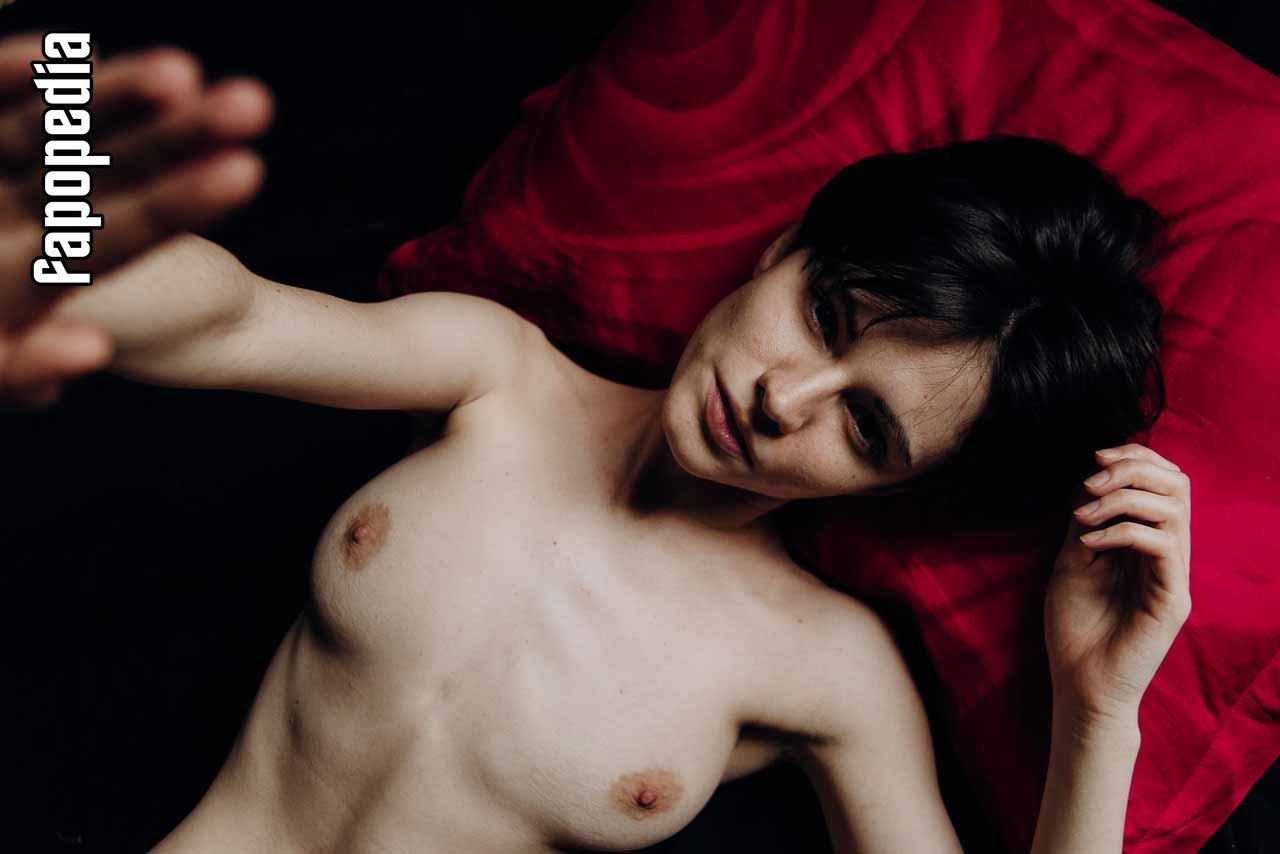 Marlena MacGuire  nackt