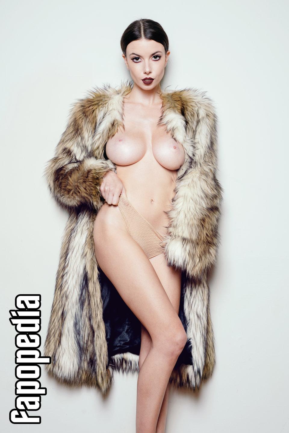 Katelyn nackt Britney Miller  Löydä suosittuja