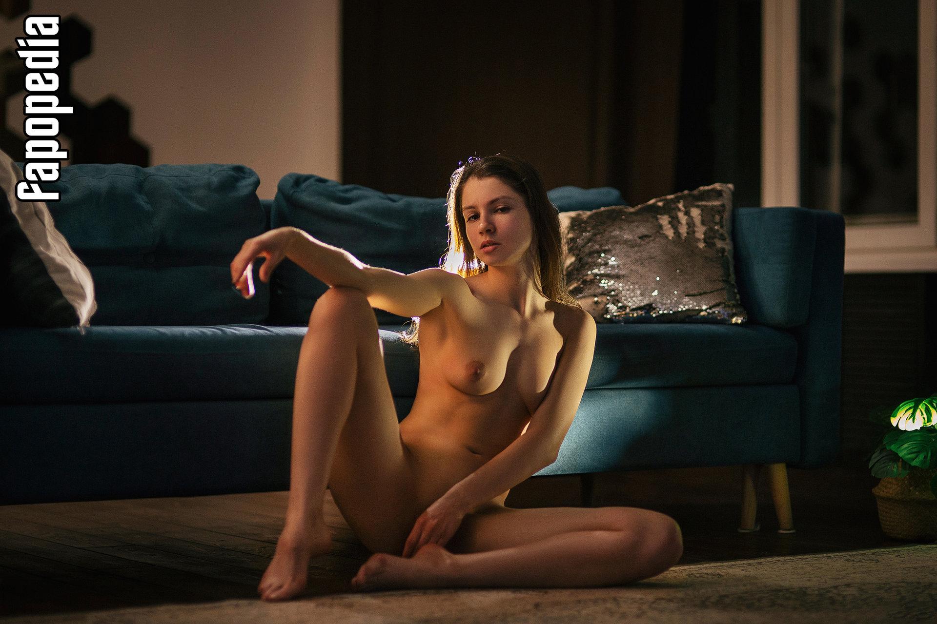Marie Mogg nackt Anne  Anne