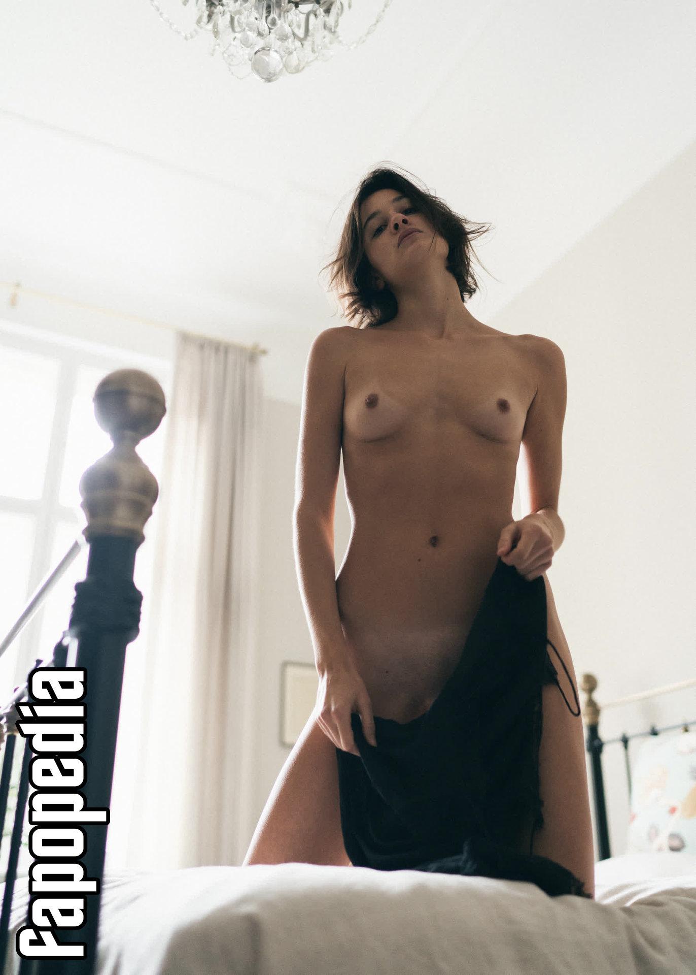 Kim nackt  Rachel Cross BIOGRAPHY