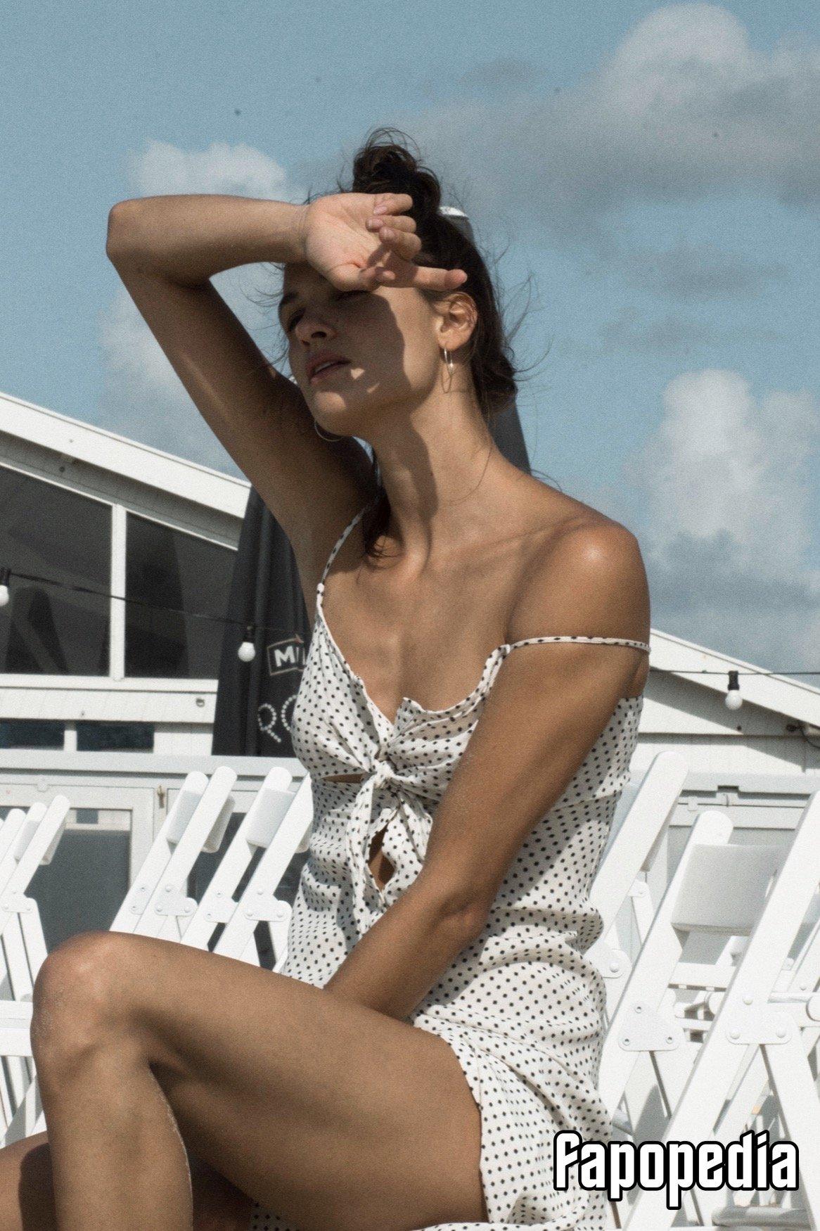 Victoire Bélézy  nackt