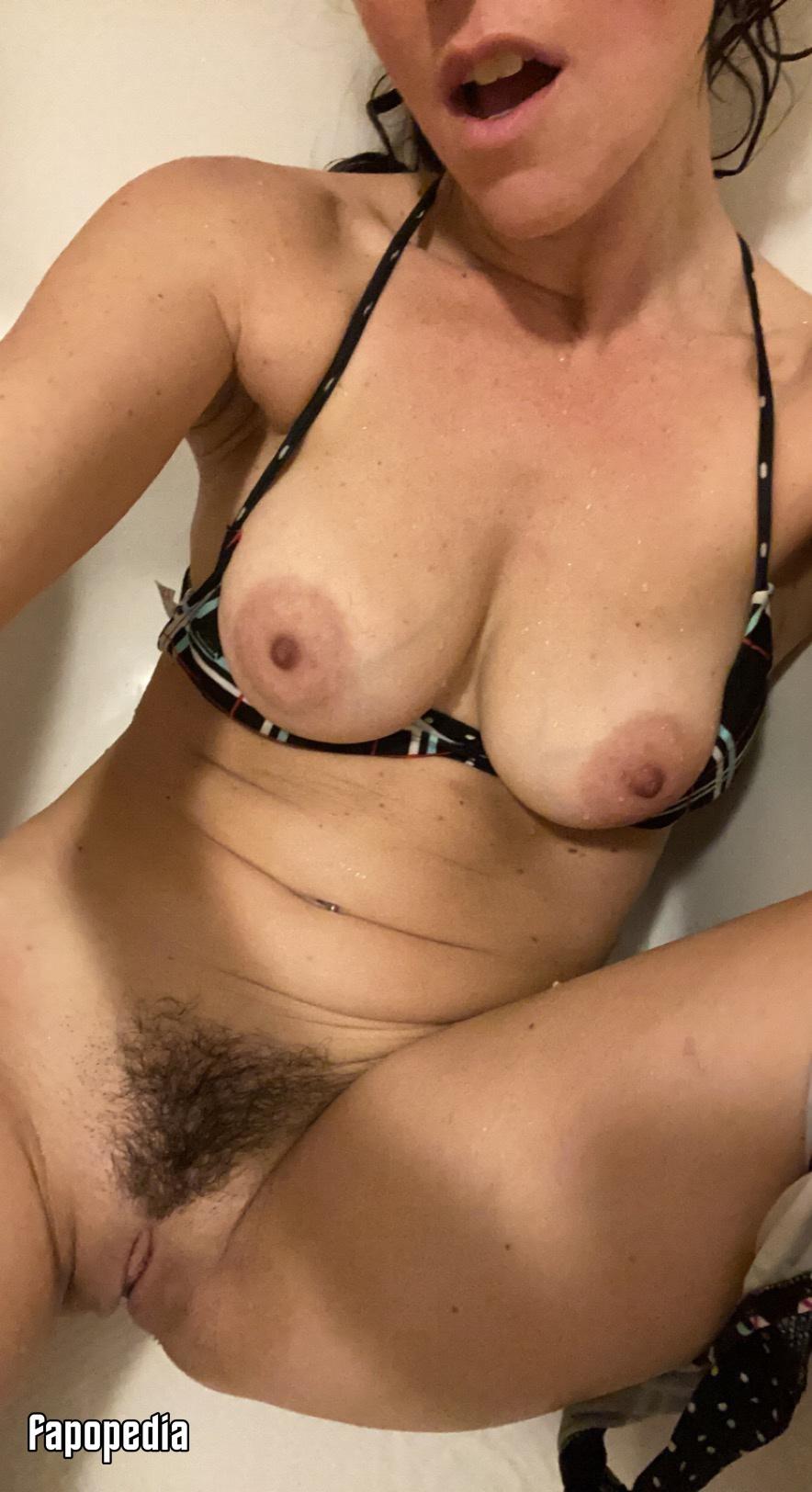 SneakinSallie Nude Leaks