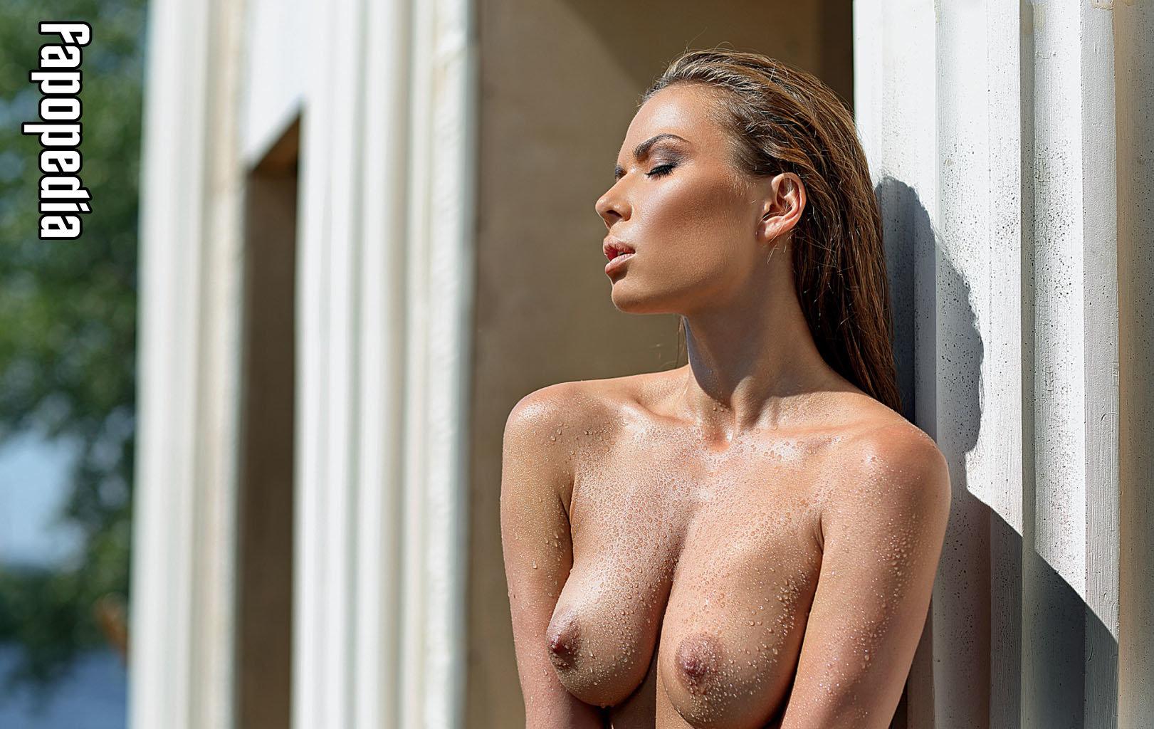 Sandy kons nackt