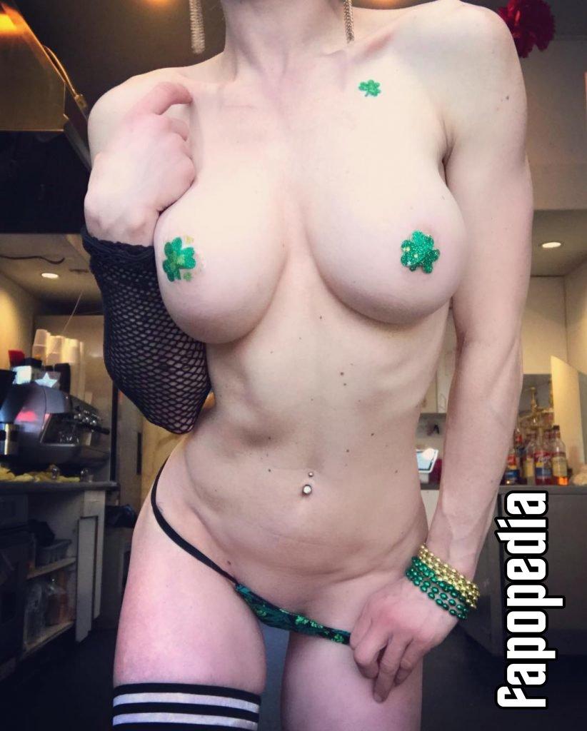 Isabella Ahrens  nackt