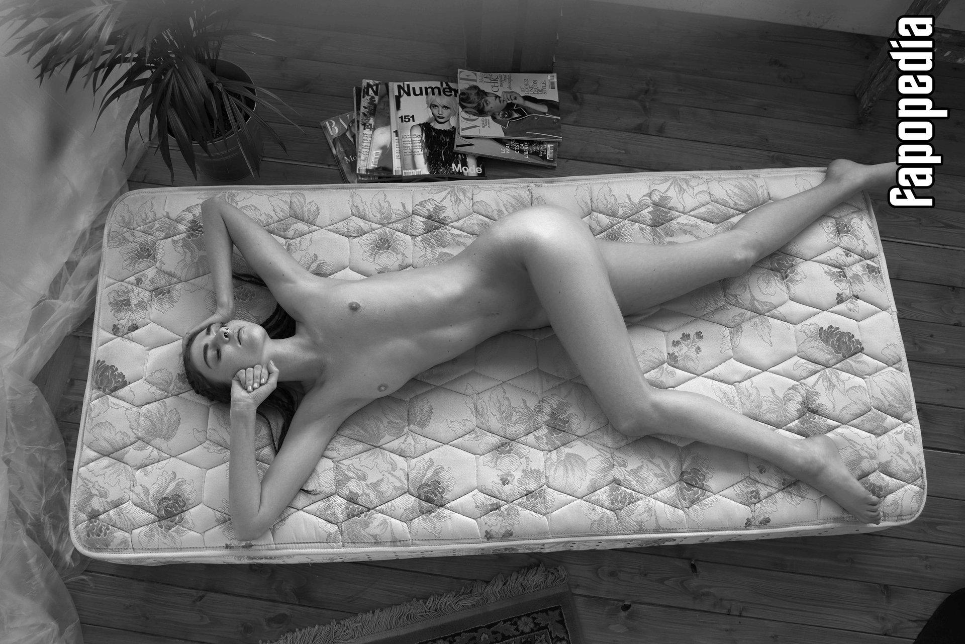 Tara Lilly Nude Leaks